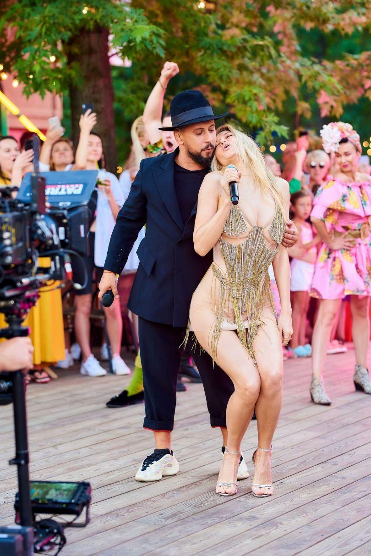 Віра Брежнєва сексуально танцює біля Монатика