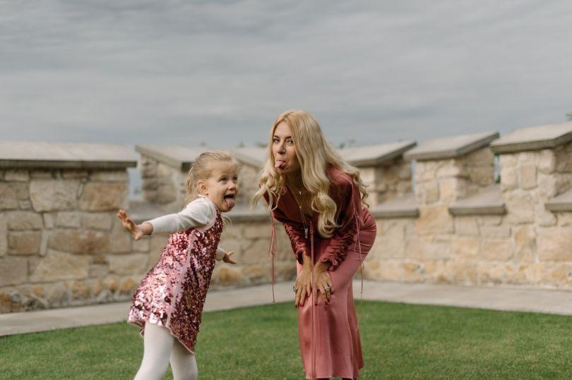 Ольга Горбачева и ее младшая дочь дурачатся