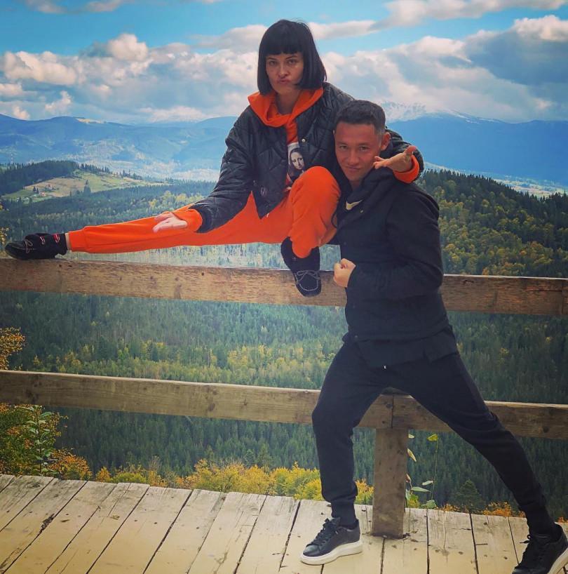 Даша Астафьева поделилась забавными фото со своим женихом