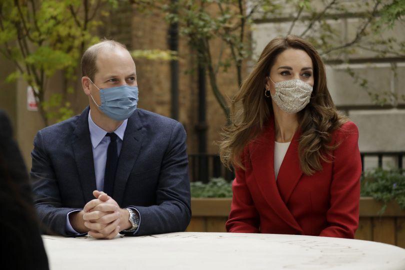 Кейт Миддлтон и принц Уильям в масках