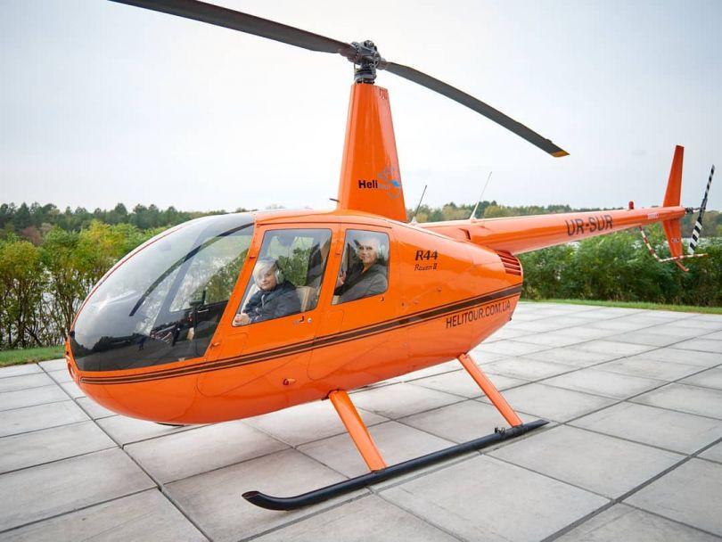 Алла Мазур летает на вертолете