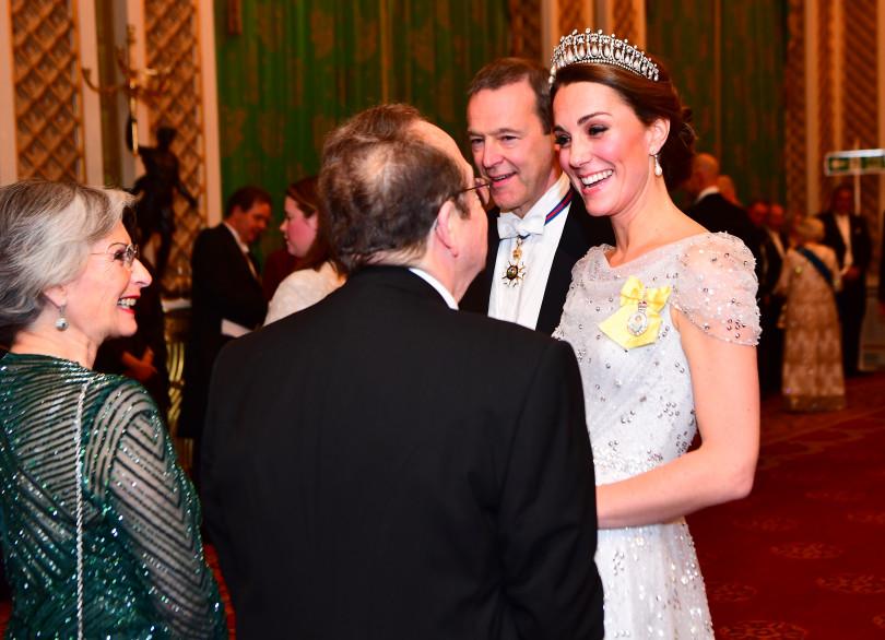 В тиаре принцессы Дианы и в роскошном платье сказочный выход Кейт Миддлтон