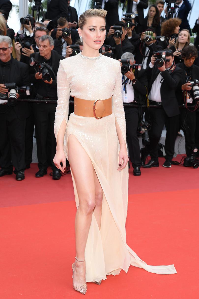 Эмбер Херд в платье с высоким разрезом произвела настоящий фурор на Каннском кинофестивале