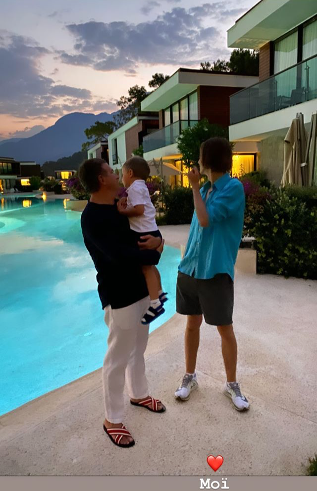 Юрій Горбунов з сином Іваном та старшим сином Каті Осадчої Іллею в Туреччині